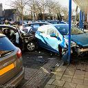 Onwel geworden bestuurder rijdt in op geparkeerde auto's