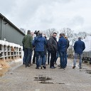 VVD-Europarlementariër Huitema onder indruk van zonnestroomproject Vinkenbuurt