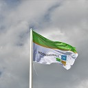 Lucht klaart op na hijsen nieuwe dorpsvlag Hoonhorst
