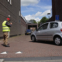 Auto's rijden door magazijn Albert Heijn