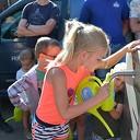 Kinderen vullen de gieter en geven het startsein voor de kermis in Hoonhorst