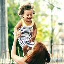 Kun jij je kind ook weleens achter het behang plakken?