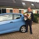 AutoMaatje chauffeur Wim Bootsveld in de bloemen gezet.