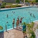 Gratis zwemmen voor honderd arme gezinnen