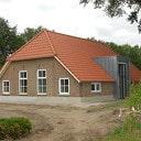 Dirk Buitenhuis  heeft de bouw aan Rietmansweg goed in de hand