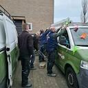 Henk Jansen met versierde (bever) bus naar het werk