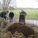 Beeldopname opbouw broeihoop voor ringslangen Hoonhorst