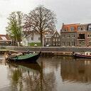Waterfront met oude schepen.