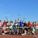 Leden TCH 't Melkhuusie tennissen er lustig op los!