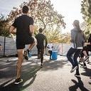 Sporten tijdens het warme zomerweer? Doe het dan samen met vrienden of collega's