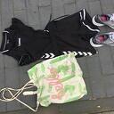 Zak met kinder sportkleding gevonden